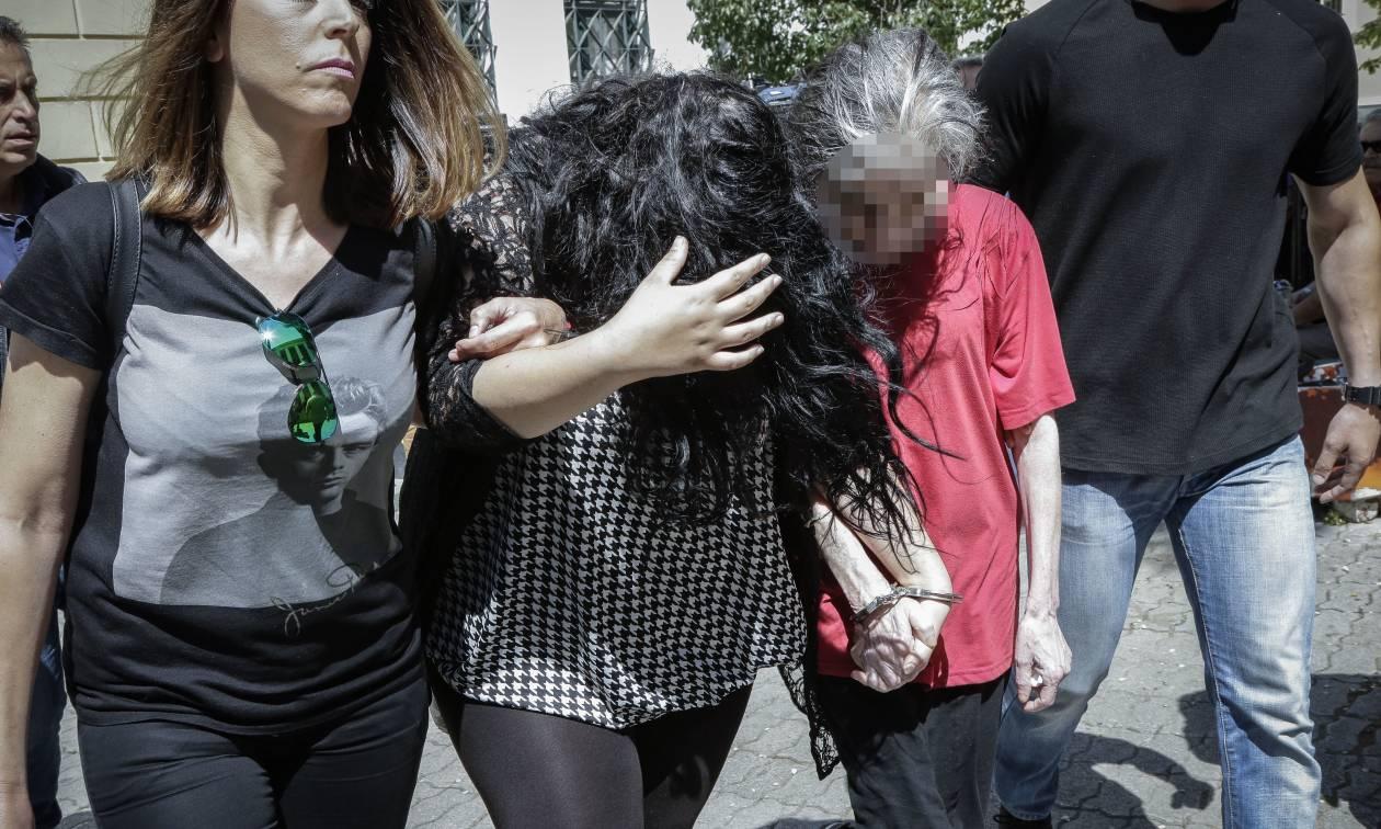 Ραγδαίες εξελίξεις: Συνελήφθησαν μάνα και κόρη για το βρέφος που πέταξαν σε κάδο στην Πετρούπολη