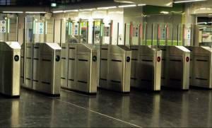 Στην τελική ευθεία η μετάβαση στο ηλεκτρονικό εισιτήριο: Κλείνουν σήμερα οι μπάρες σε 16 σταθμούς