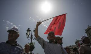 ΤΩΡΑ: Στους δρόμους οι συνταξιούχοι σε Αθήνα και Θεσσαλονίκη