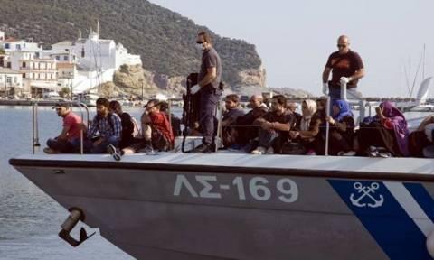 В Эгейском море завершена операция по спасению 108 беженцев