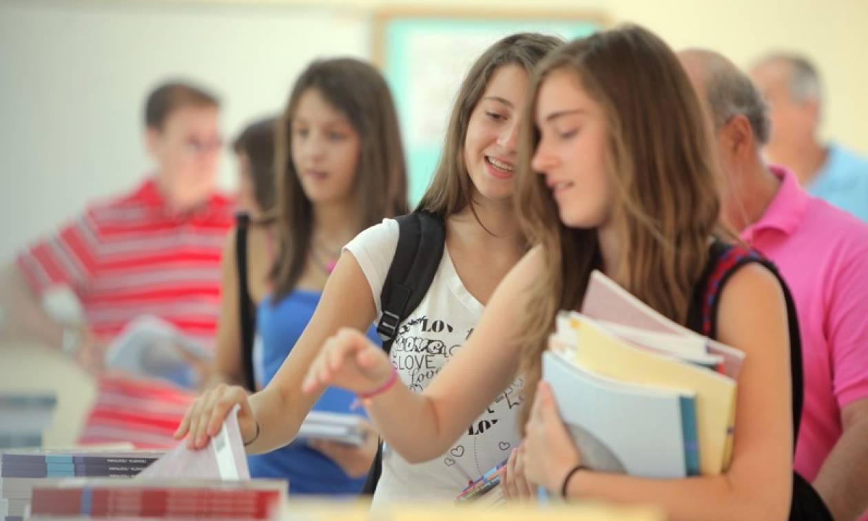 Αυτή είναι η «δωρεάν» Παιδεία: Πάνω από 3 δισ. ευρώ βάζουν από τις τσέπες τους οι γονείς κάθε χρόνο
