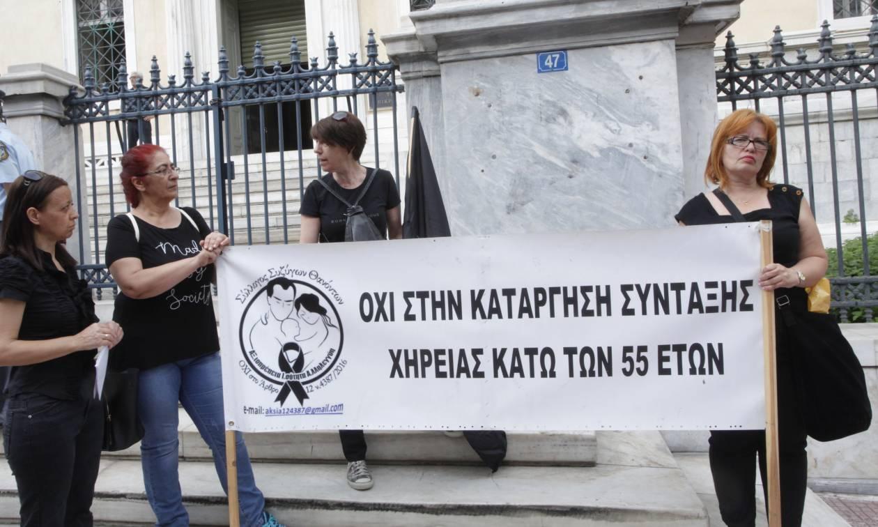 Διαμαρτυρία συνταξιούχων έξω από το ΣτΕ (pics)