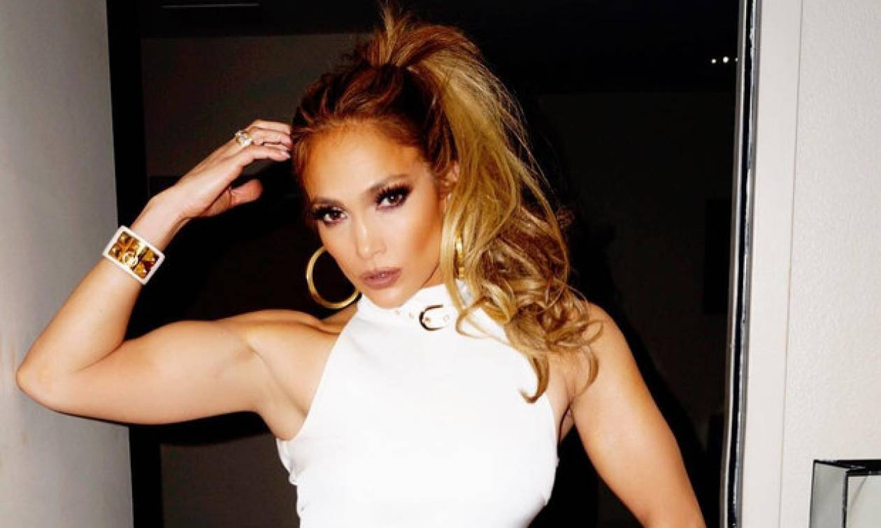 Aκόμα προσπαθούμε να ξεπεράσουμε τη χθεσινή εμφάνιση της Jennifer Lopez