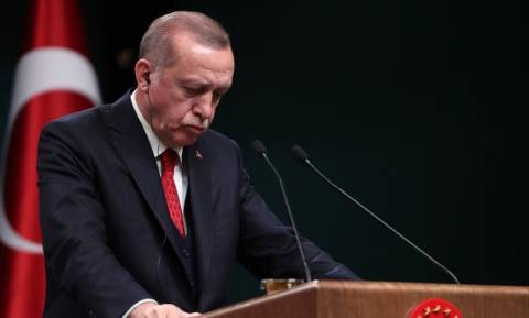 Καταρρέει ο Ερντογάν: «Γκρεμίζεται» η τουρκική οικονομία