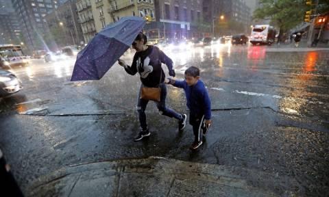 Φονικές καταιγίδες σαρώνουν τις βορειοδυτικές ΗΠΑ (pics)