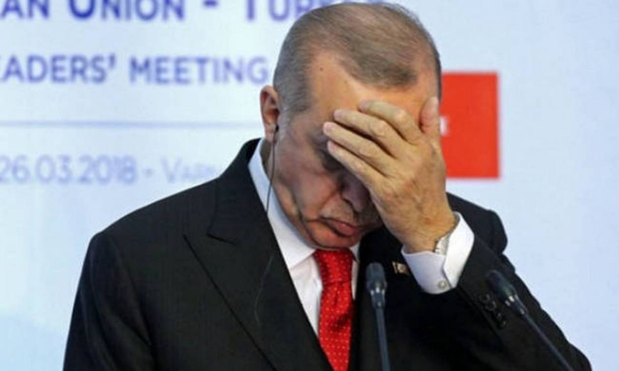 Σε «αναμμένα κάρβουνα» ο Ερντογάν: Η χρεοκοπία της τουρκικής οικονομίας έχει ήδη ξεκινήσει