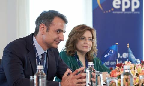 Mitsotakis in Sofia for EPP summit, makes statement on Skopje name issue