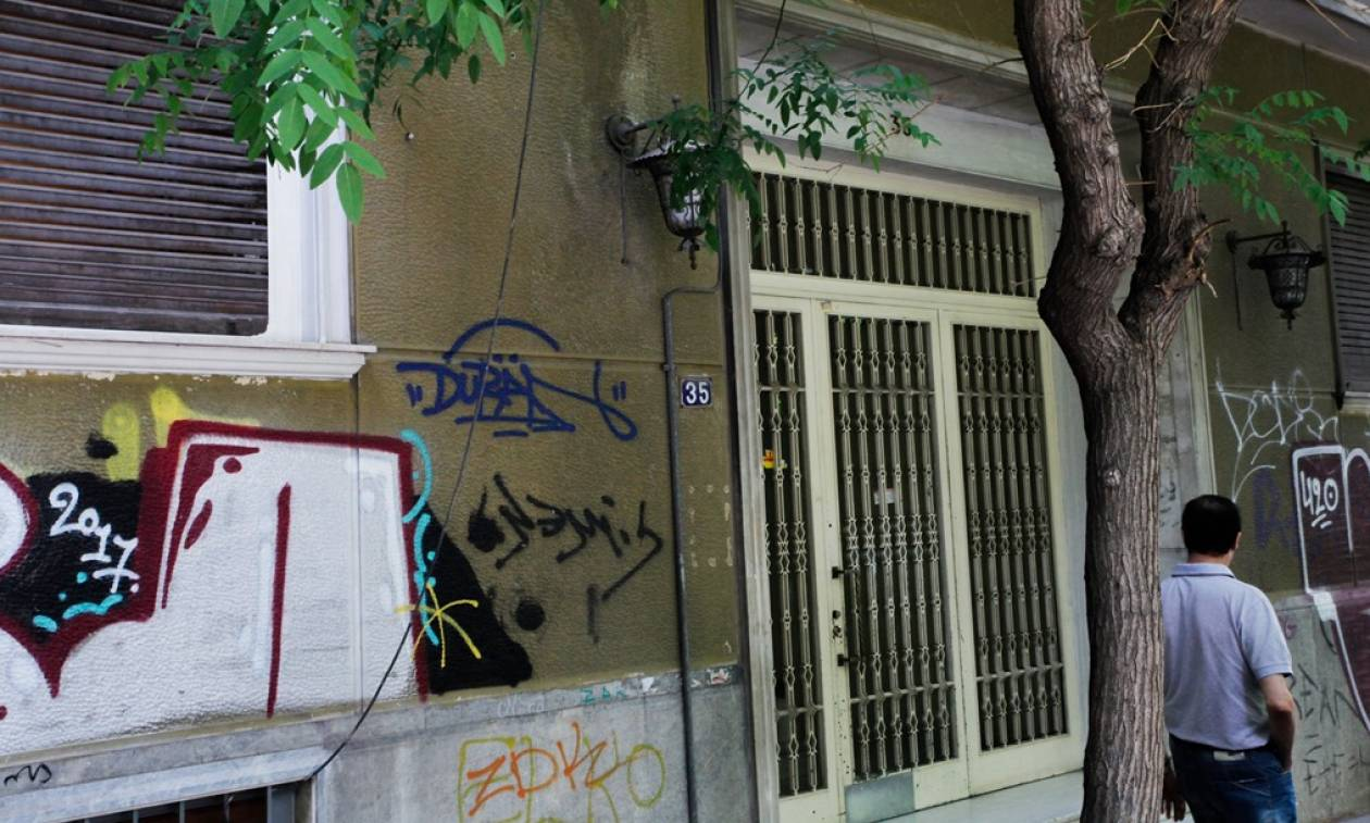 Φόνος στον Άγιο Παντελεήμονα: Την σκότωσε με το τηλεκοντρόλ και το μαξιλάρι