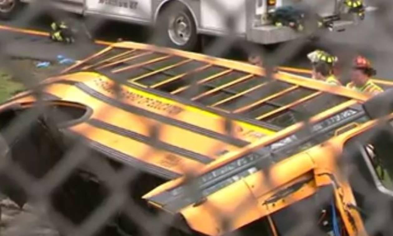 ΗΠΑ: Σφοδρή σύγκρουση σχολικού λεωφορείου με απορριμματοφόρο - Τουλάχιστον 2 νεκροί (vid)