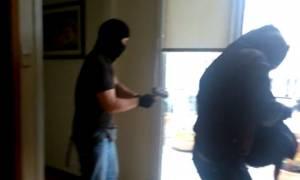 Συνελήφθη μέλος του «Ρουβίκωνα» για την επίθεση σε συμβολαιογραφείο