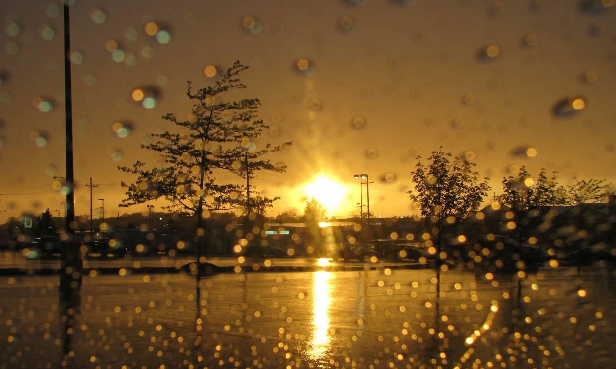 Ο καιρός «τρελάθηκε»: «30άρια» με βροχές και καταιγίδες!