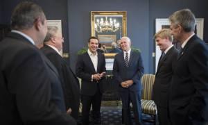Σκοπιανό: Επικοινωνία Τσίπρα - Πενς: Ιστορική ευκαιρία για λύση, λέει ο Λευκός Οίκος