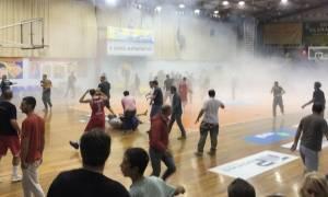 «Πόλεμος» στο παρκέ! Απίστευτο ξύλο και διακοπή σε αγώνα μπάσκετ της Β' ΕΣΚΑ (vid)