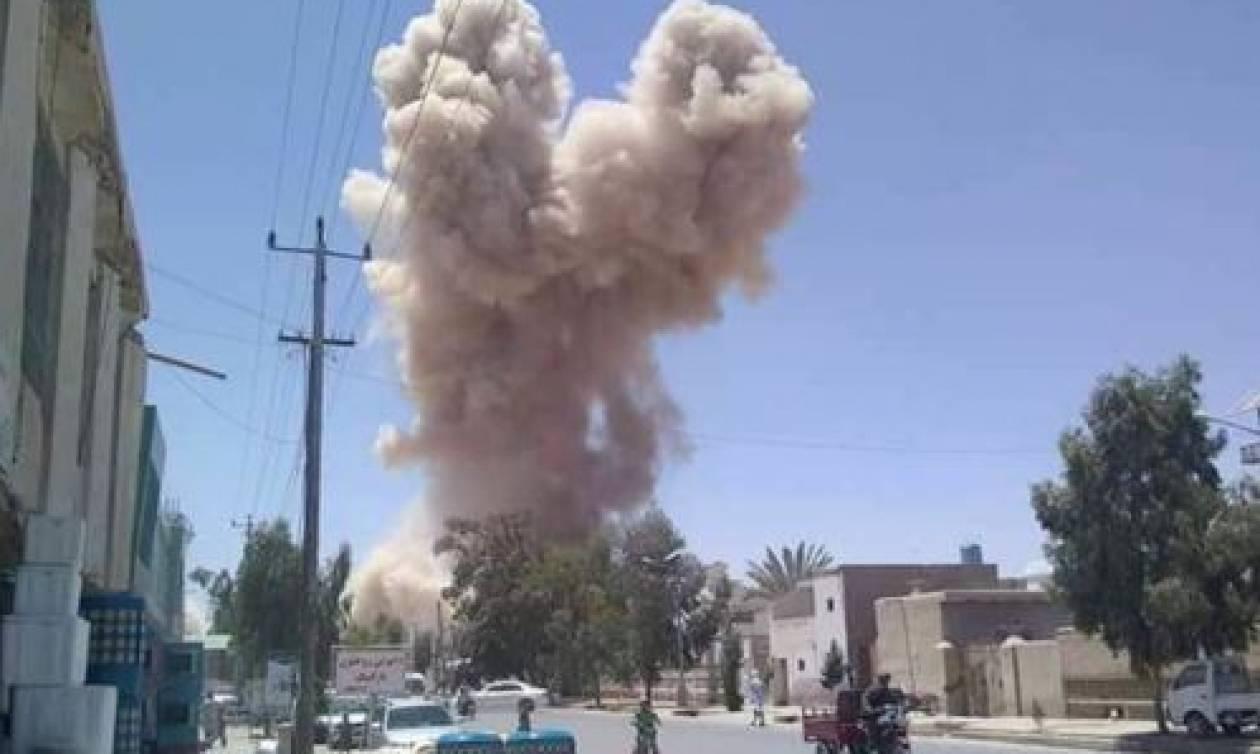 Νέο αιματοκύλισμα στο Αφγανιστάν: Τουλάχιστον 16 νεκροί από έκρηξη παγιδευμένου λεωφορείου (pics)