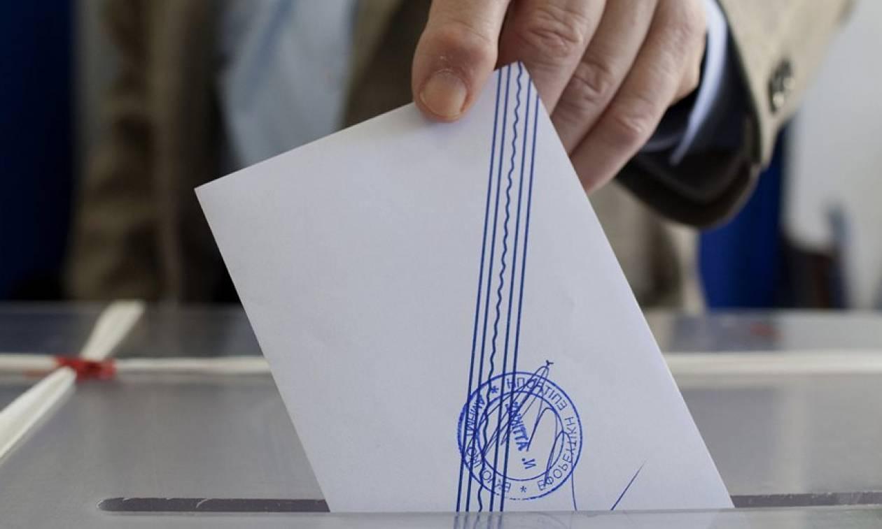 Δημοσκόπηση: Κλείνει η «ψαλίδα» ανάμεσα σε ΣΥΡΙΖΑ και ΝΔ