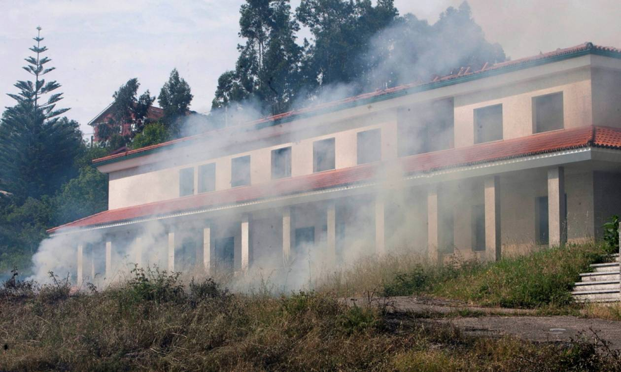 Τραγωδία στην Ισπανία: Τουλάχιστον ένας νεκρός από έκρηξη σε αποθήκη πυροτεχνημάτων (pics+vids)