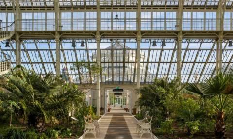 Αυτό είναι το μεγαλύτερο βικτωριανό θερμοκήπιο του κόσμου και είναι γεμάτο με σπάνια φυτά