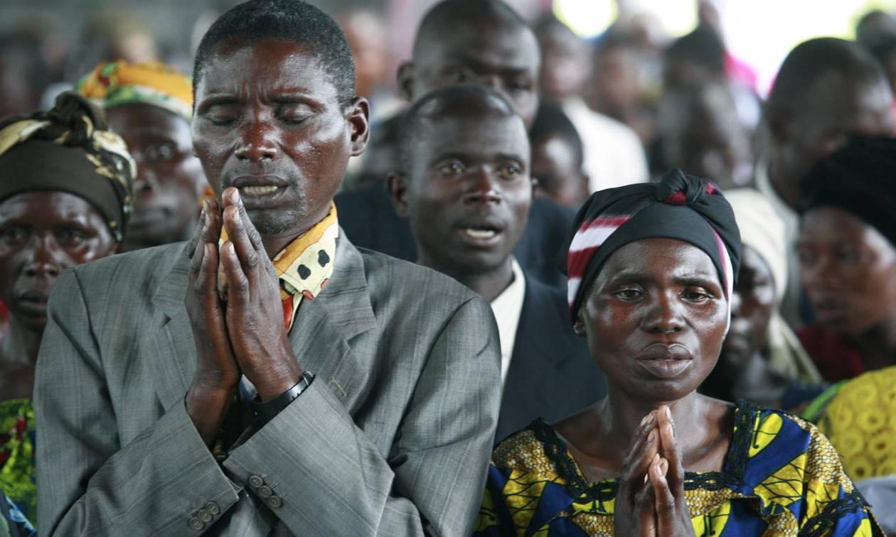 Το έσκασαν από το νοσοκομείο με Έμπολα και πήγαν να προσευχηθούν μαζί με άλλα 50 άτομα!