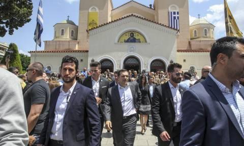 Αλέξης Τσίπρας: Επευφημίες υπέρ του πρωθυπουργού στην κηδεία του Χάρρυ Κλυνν (pics-vids)