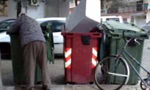 Υγειονομική «βόμβα» στο Ηράκλειο: Ρακοσυλλέκτης, με 9 σπίτια, εφιάλτης για τις υπηρεσίες του δήμου