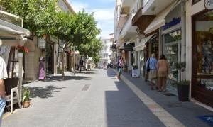 Σάλος στο Ηράκλειο: Άφησαν φέρετρο σε κεντρικό δρόμο (pics)