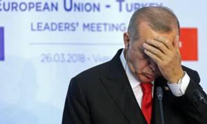 Τουρκία: «Πνίγεται» ο Ερντογάν - «Θερίζει» πείνα τους Τούρκους