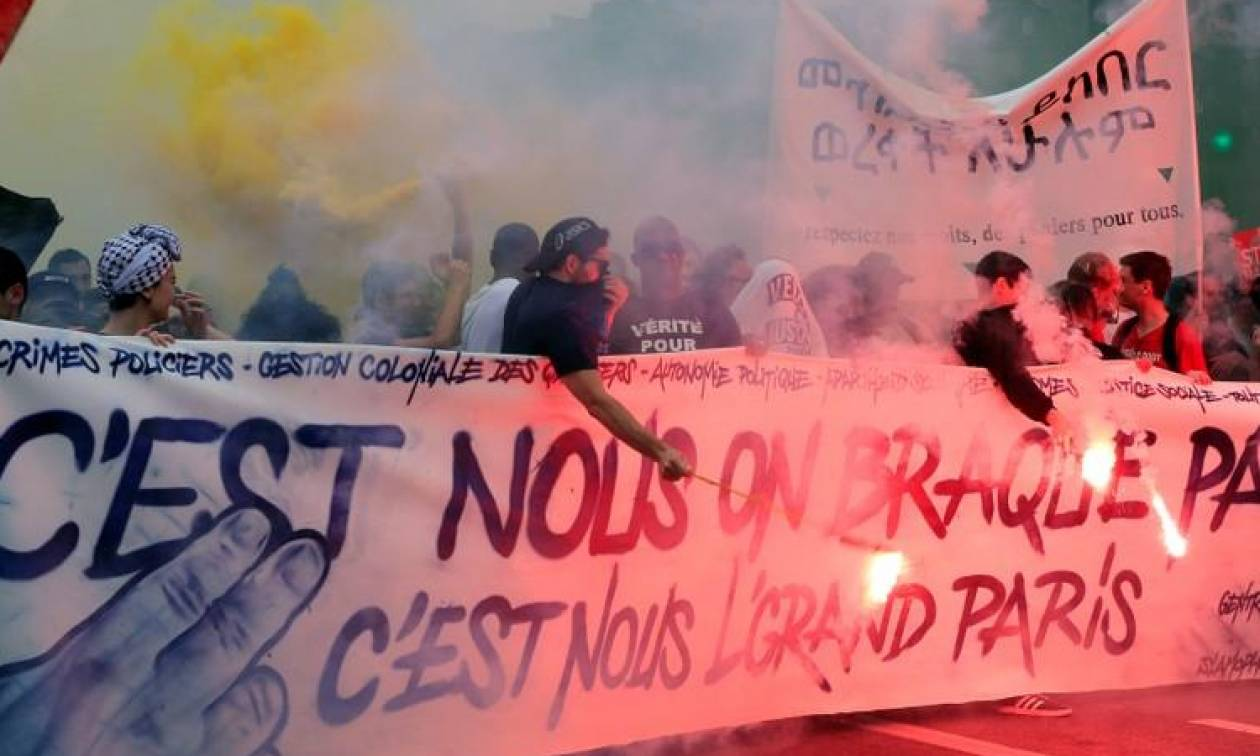 Γαλλία: Χιλιάδες διαδηλωτές στους δρόμους κατά του Μακρόν (vids+pics)