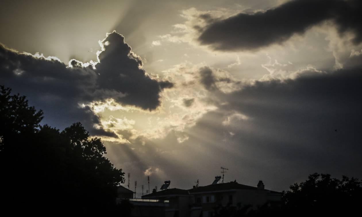 Καιρός τώρα: Με ζέστη και απογευματινές βροχές η Τρίτη (pics)