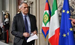 Ιταλία «ώρα μηδέν»: Σε αχαρτογράφητα νερά η χώρα, οργή για τον τεχνοκράτη πρωθυπουργό Κοταρέλι