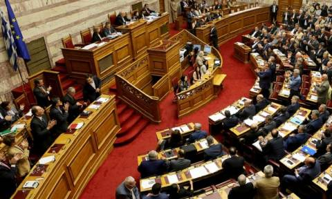Ποιοι βουλευτές πήγαν με «μαγιώ» στη Βουλή;