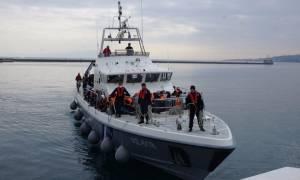 Χανιά: Στο Καστέλι οι 69 μετανάστες και πρόσφυγες που εντοπίστηκαν σε ιστιοφόρο