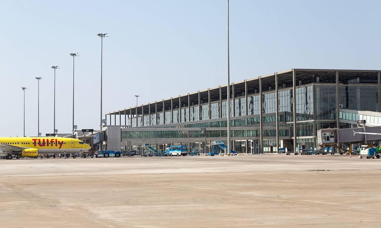 Τραγικός θάνατος τουρίστα: Άνοιξε την πόρτα του αεροπλάνου και έπεσε στο κενό