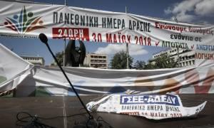 Απεργία ΓΣΕΕ - ΑΔΕΔΥ: Η στιγμή που κουκουλοφόροι τα κάνουν γυαλιά - καρφιά στην Κλαυθμώνος