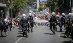 Απεργία ΓΣΕΕ - ΑΔΕΔΥ: Εντάσεις, καταστροφές και χημικά στις πορείες (pics)
