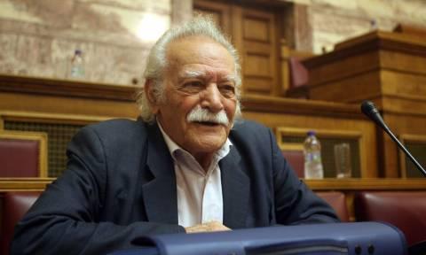 30 мая греческий активист Манолис Глезос сорвал флаг со свастикой с афинского Акрополя