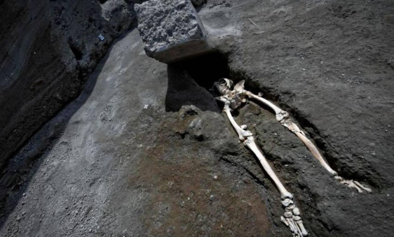 Πομπηία: Αρχαιολόγοι ανακάλυψαν σκελετό άντρα από την έκρηξη του Βεζούβιου το 79 μ.Χ.