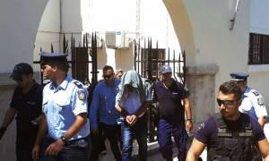Προσωρινά κρατούμενοι οι γονείς - τέρατα της Λέρου