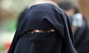 Η Δανία απαγορεύει την μπούρκα και το νικάμπ