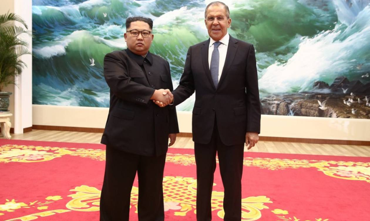 Ο Λαβρόφ μετέφερε τις ευχές του Πούτιν στην Κιμ και τον κάλεσε στη Μόσχα
