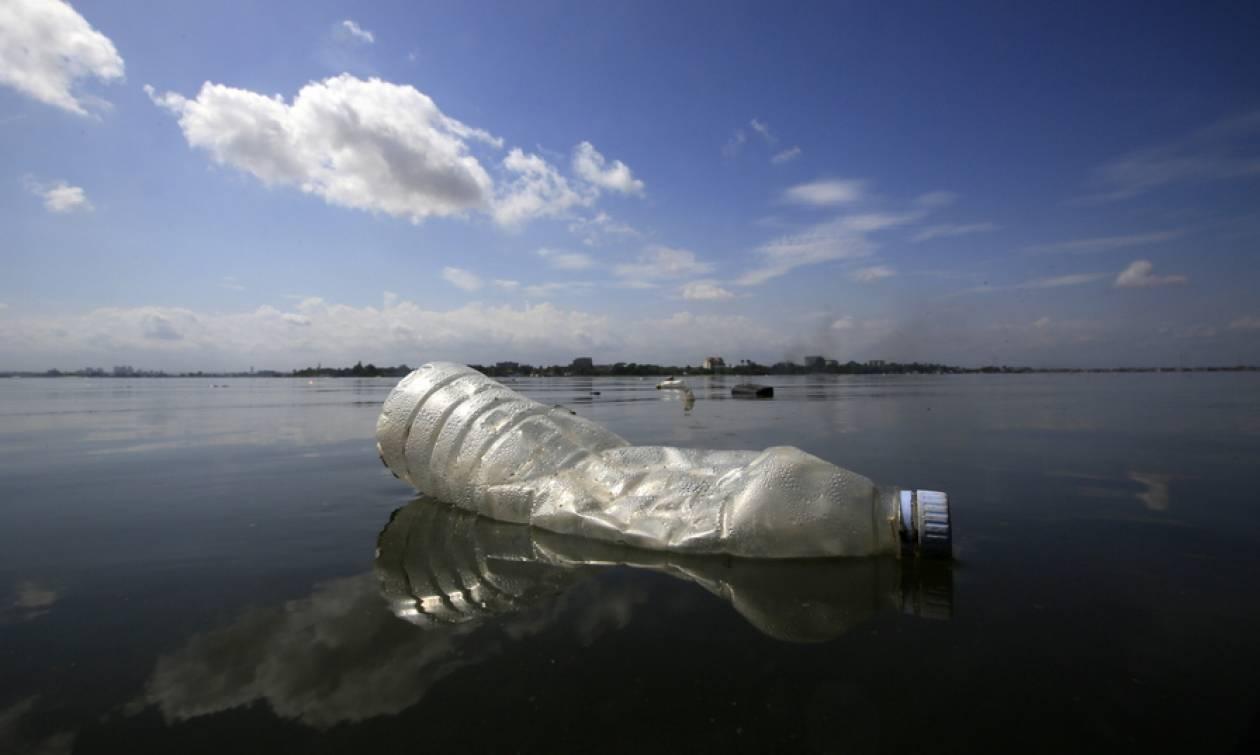 Συγκλονιστικές εικόνες: Το μέλλον του πλανήτη θα είναι... βουλιαγμένο στο πλαστικό