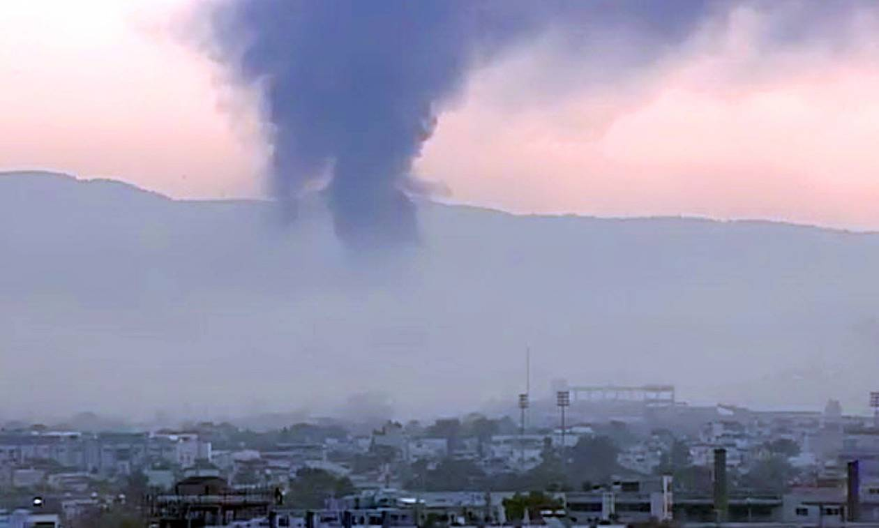 Φωτιά ΤΩΡΑ: Στις φλόγες βιοτεχνία στο Περιστέρι - Απειλούνται σπίτια