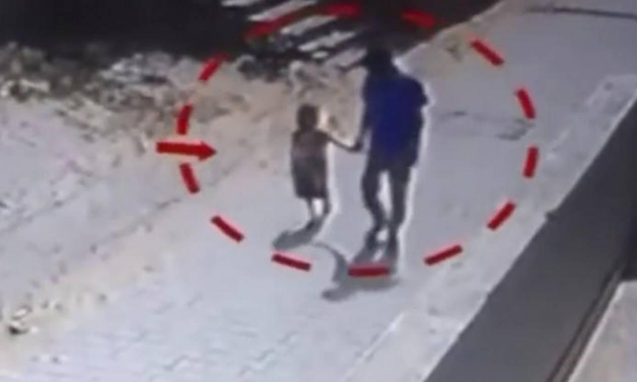 Το βίντεο της φρίκης: Πήρε από το χέρι την κόρη του αφεντικού του για να τη βιάσει και την έσφαξε