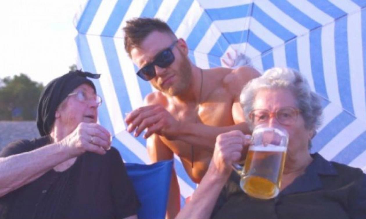 Κρήτη: Οι γιαγιάδες ξαναχτυπούν και πίνουν «Just μπύρες» δίπλα στο κύμα (vid)