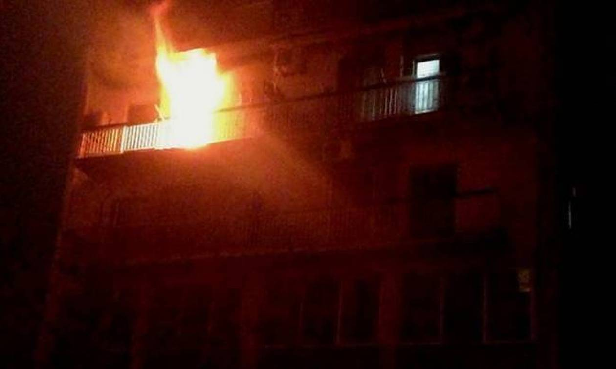 Φωτιά: Στις φλόγες διαμέρισμα στη Λαμία - Κινδύνευσε ένα άτομο