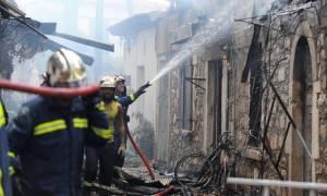 Φωτιά στη Μυτιλήνη: Στις φλόγες παλιό σπίτι στο ιστορικό κέντρο - Κινδύνεψε μία ολόκληρη γειτονιά