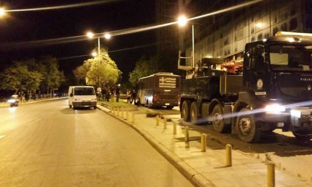 Αυτοί έκαψαν την κλούβα των ΜΑΤ στη Θεσσαλονίκη - «Θέλουμε να τους κάψουμε»