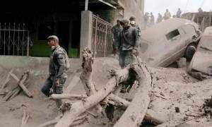 Γουατεμάλα - Ηφαίστειο Fuego: Με δυσκολίες οι έρευνες των σωστικών συνεργείων