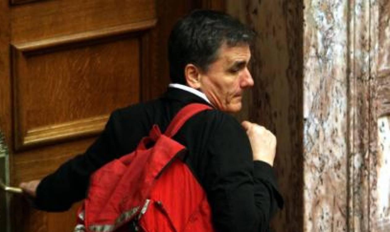 Τσακαλώτος σε δημοσιογράφους: «Η κόρη μου δίνει Πανελλήνιες, βιάζομαι»