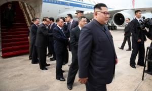 Ιστορική στιγμή: Η πρώτη επίσημη συνάντηση του Κιμ Γιονγκ Ουν στη Σιγκαπούρη
