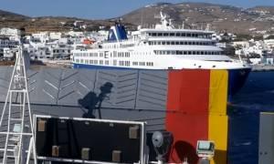 Τήνος: Ο καπετάνιος δεν «μάσησε» από τα 8 μποφόρ και έδεσε με τρομερή μανούβρα (video)
